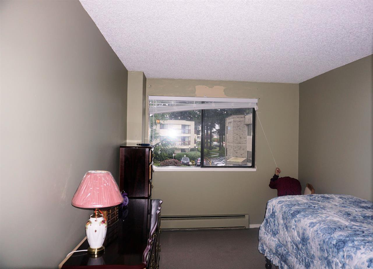 "Photo 7: Photos: 207 31955 OLD YALE Road in Abbotsford: Abbotsford West Condo for sale in ""EVERGREEN VILLAGE"" : MLS®# R2217051"