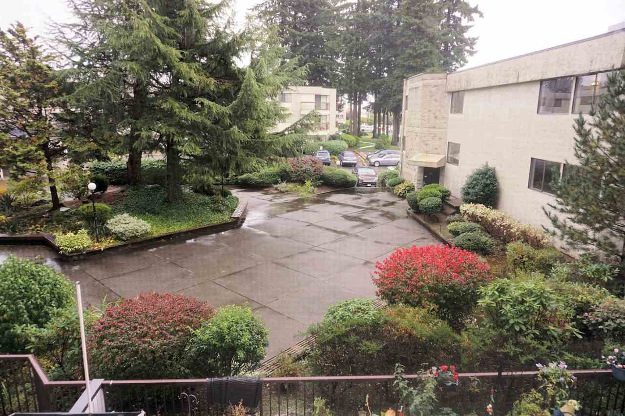 "Photo 10: Photos: 207 31955 OLD YALE Road in Abbotsford: Abbotsford West Condo for sale in ""EVERGREEN VILLAGE"" : MLS®# R2217051"