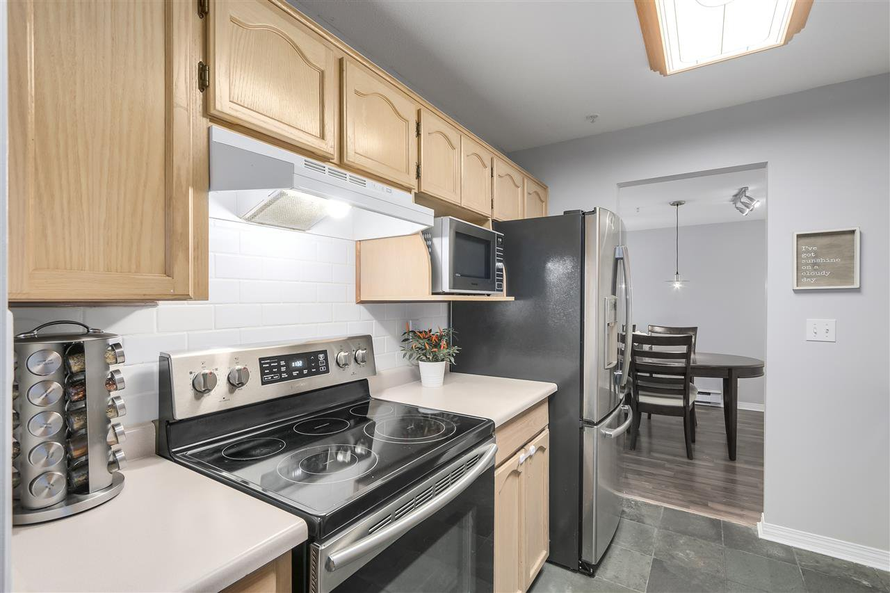 """Photo 9: Photos: 202 22275 123 Avenue in Maple Ridge: West Central Condo for sale in """"MOUNTAINVIEW"""" : MLS®# R2220581"""