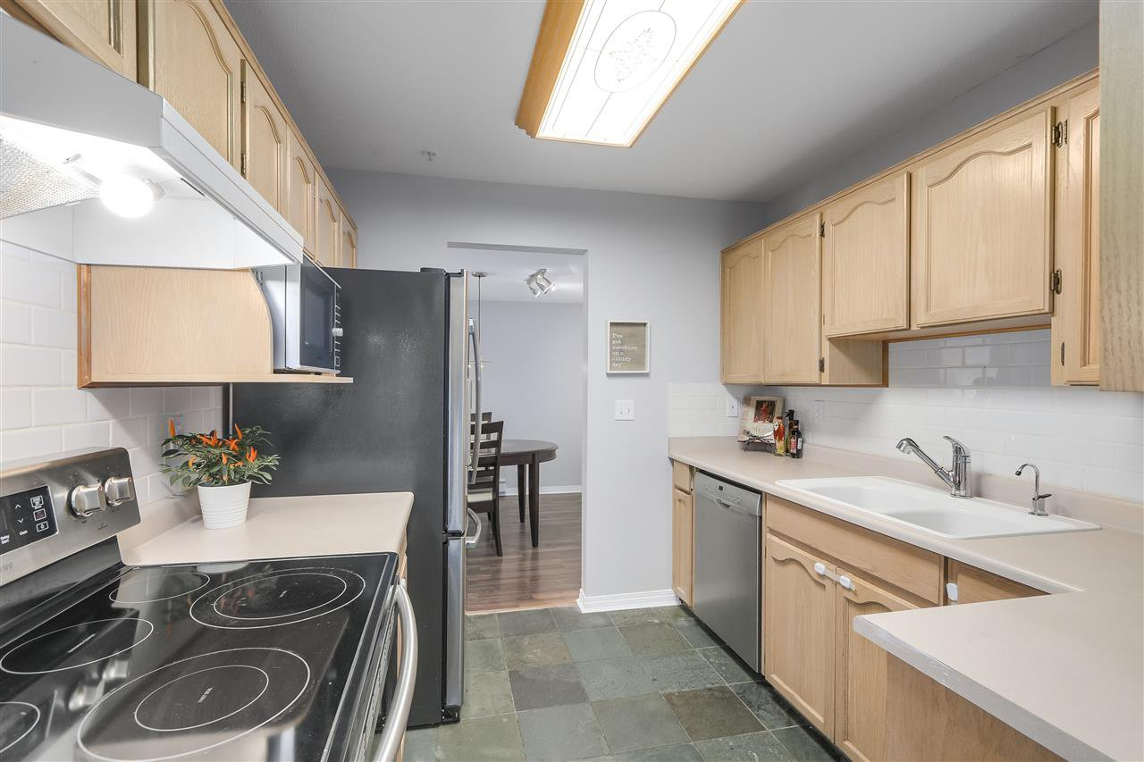 """Photo 8: Photos: 202 22275 123 Avenue in Maple Ridge: West Central Condo for sale in """"MOUNTAINVIEW"""" : MLS®# R2220581"""
