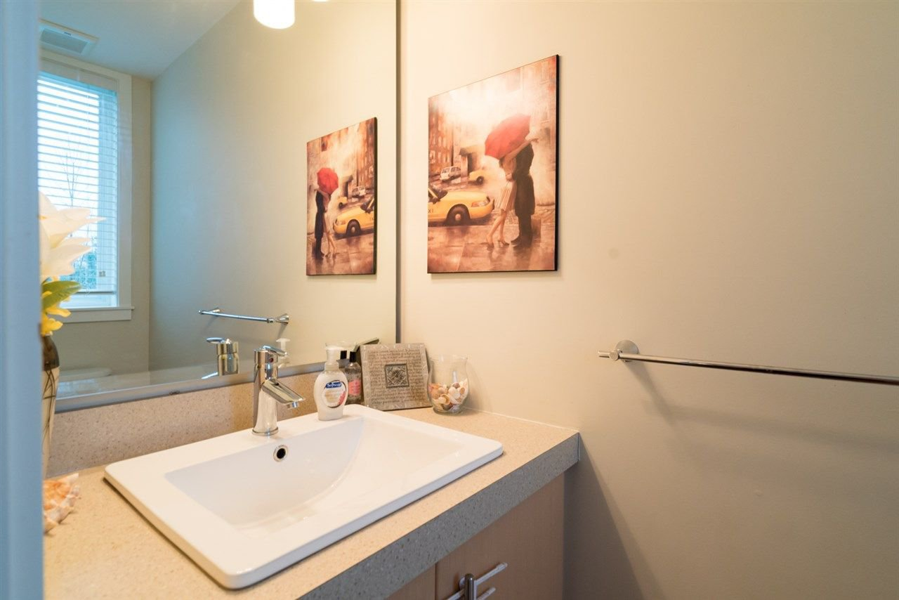 "Photo 3: Photos: 10 8250 209B Street in Langley: Willoughby Heights Townhouse for sale in ""OUTLOOK"" : MLS®# R2229539"