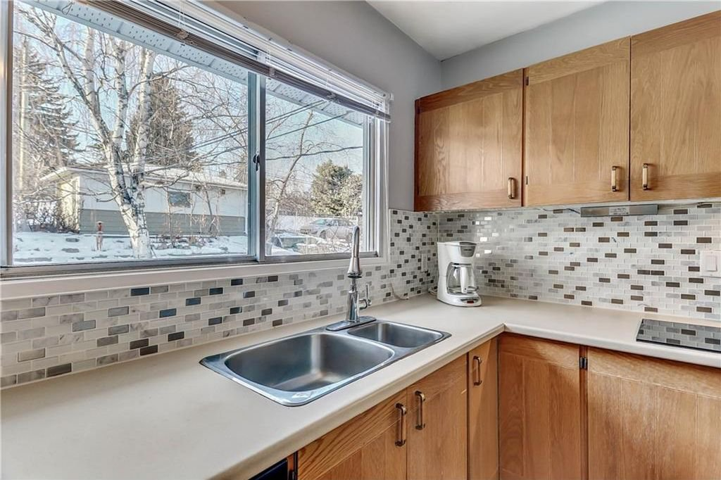 Photo 11: Photos: 4431 4 ST NW in Calgary: Highwood House for sale : MLS®# C4161486