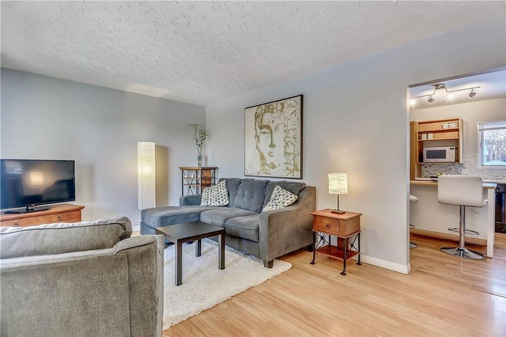 Photo 5: Photos: 4431 4 ST NW in Calgary: Highwood House for sale : MLS®# C4161486