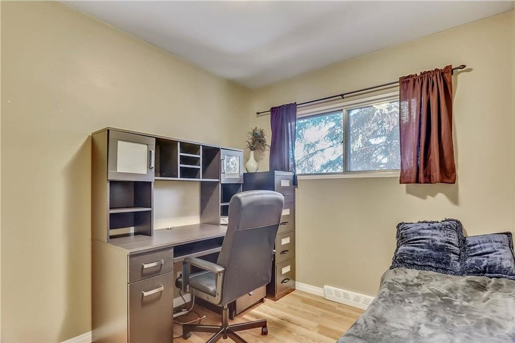 Photo 13: Photos: 4431 4 ST NW in Calgary: Highwood House for sale : MLS®# C4161486