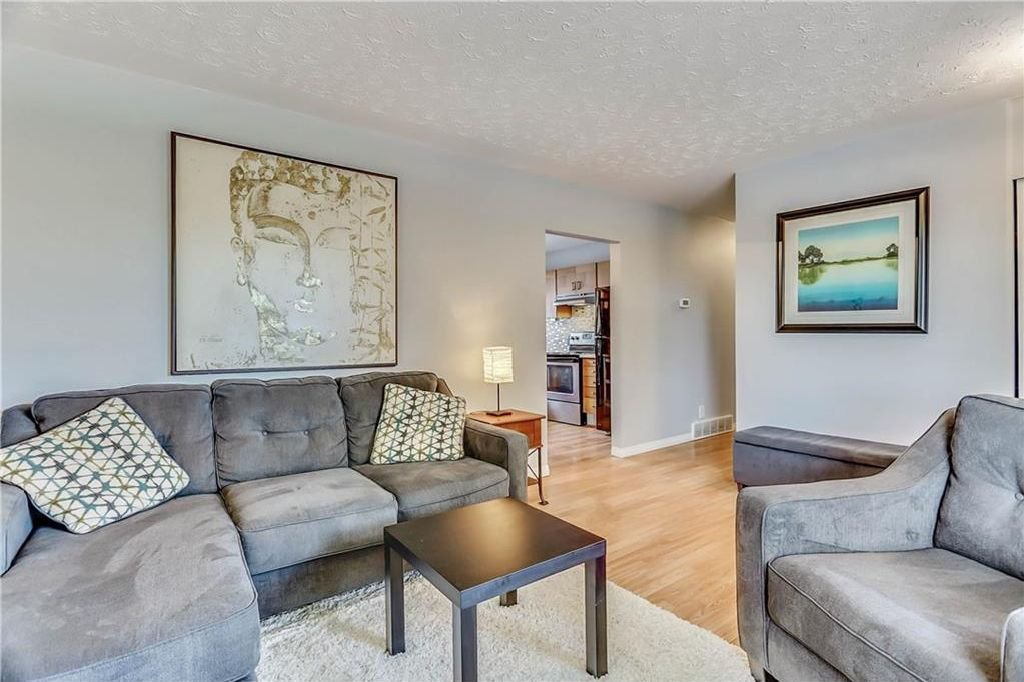 Photo 6: Photos: 4431 4 ST NW in Calgary: Highwood House for sale : MLS®# C4161486