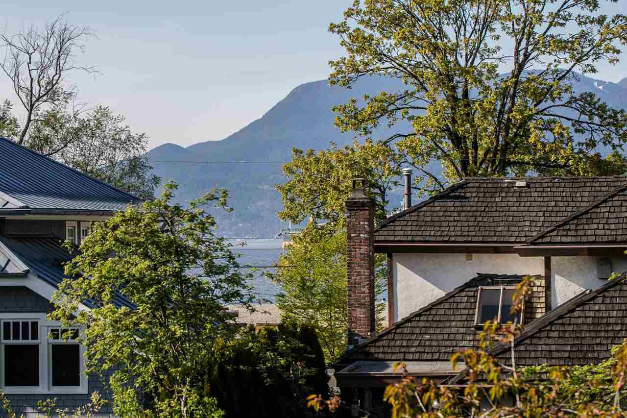 Main Photo: 4451 BELMONT Avenue in Vancouver: Point Grey House for sale (Vancouver West)  : MLS®# R2264272