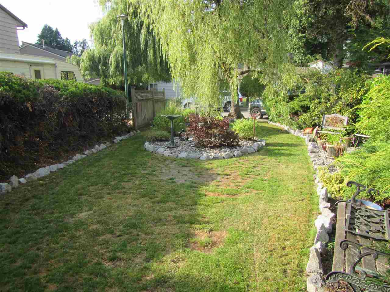 Photo 3: Photos: 2954 BOUTHOT Court in Coquitlam: Meadow Brook House for sale : MLS®# R2387761