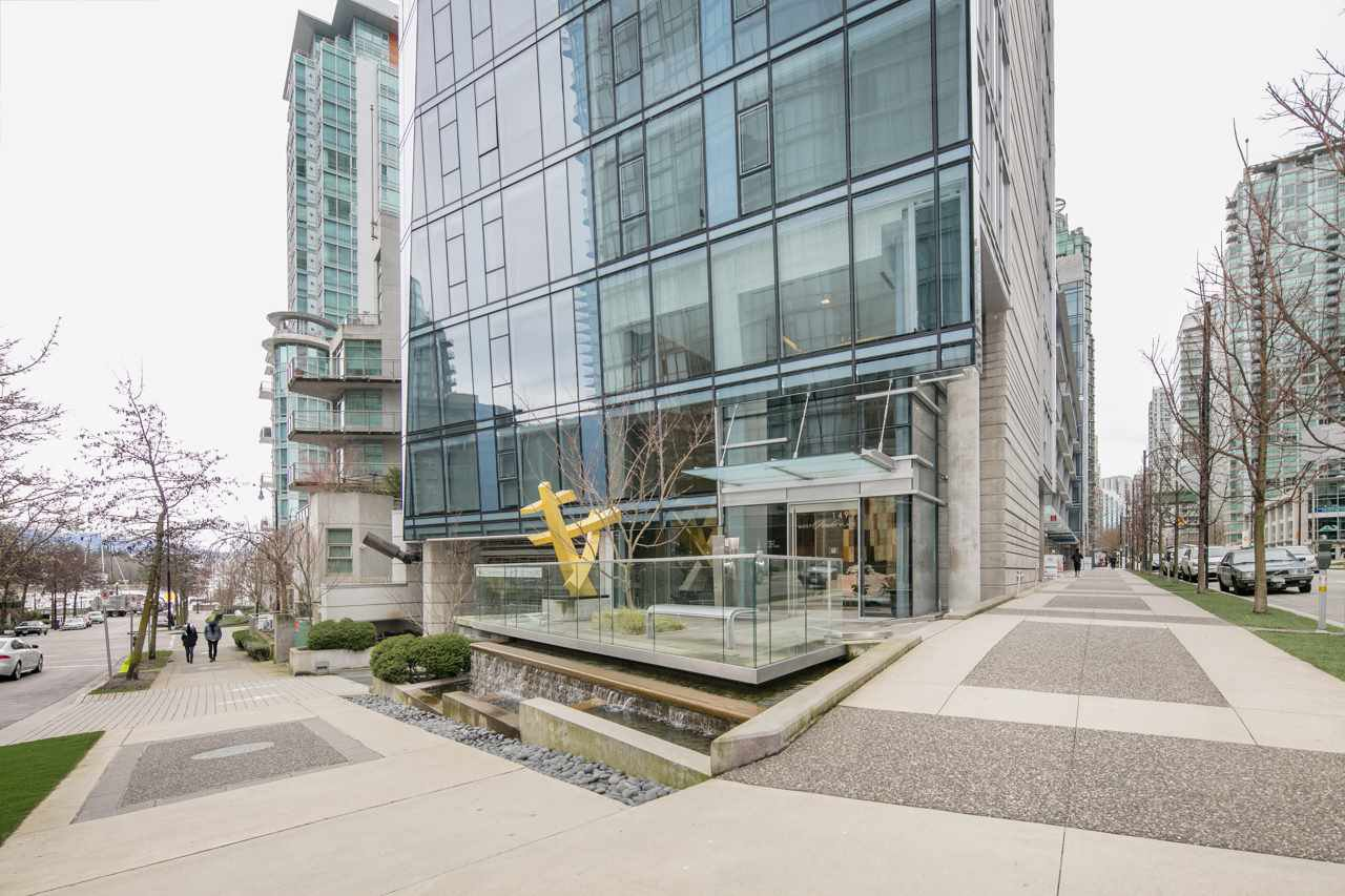 Main Photo: 304 1477 Pender Streets in Vancouver: Coal Harbour Business for sale (Vancouver West)