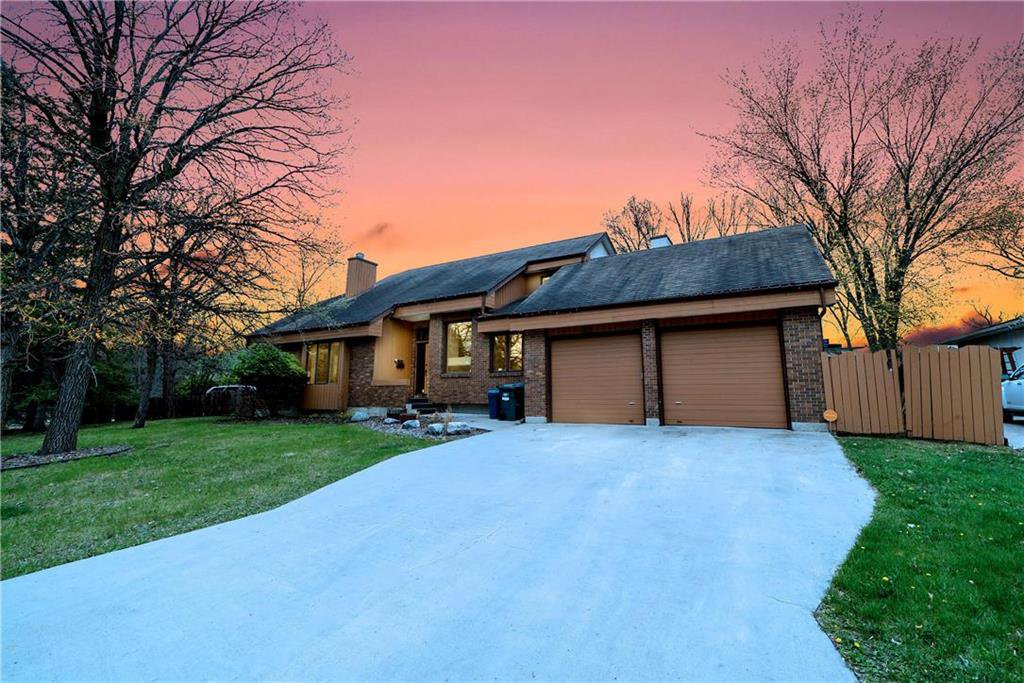 Main Photo: 82 Rice Road in Winnipeg: Fort Richmond Residential for sale (1K)  : MLS®# 202010799