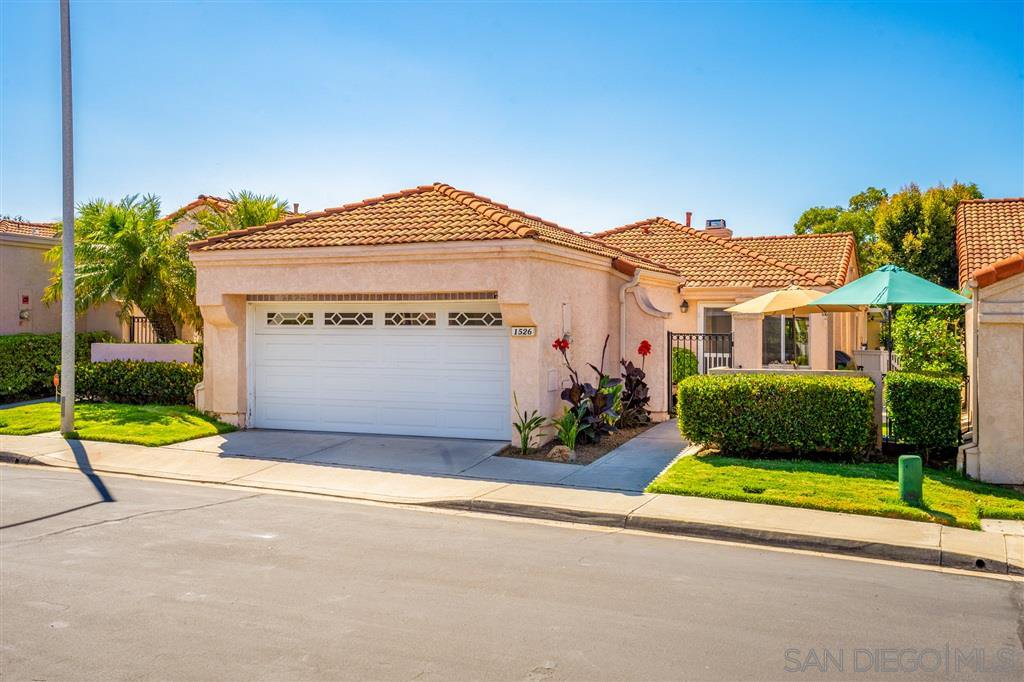 Main Photo: LAKE SAN MARCOS House for sale : 3 bedrooms : 1526 Camino Linda Dr in San Marcos