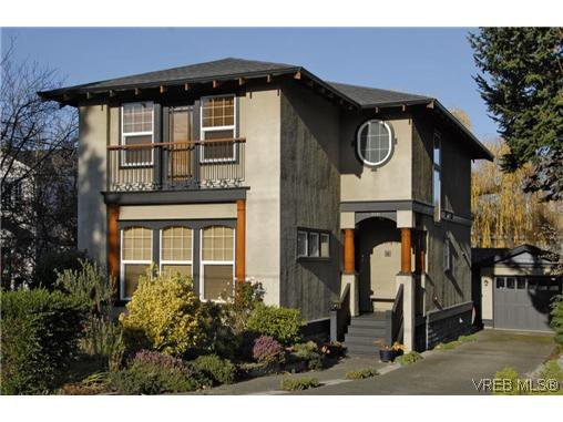 Main Photo: 2048 Meadow Place in Victoria: OB North Oak Bay Single Family Detached for sale (Oak Bay)  : MLS®# 256647