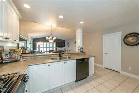 Photo 18: Photos: 53 N Lady May Drive in Whitby: Rolling Acres House (Bungaloft) for sale : MLS®# E3206710