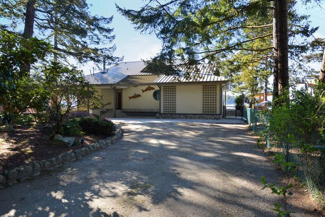 Photo 2: Photos: 6751 SEAVIEW Lane in Sechelt: Sechelt District House for sale (Sunshine Coast)  : MLS®# R2069845