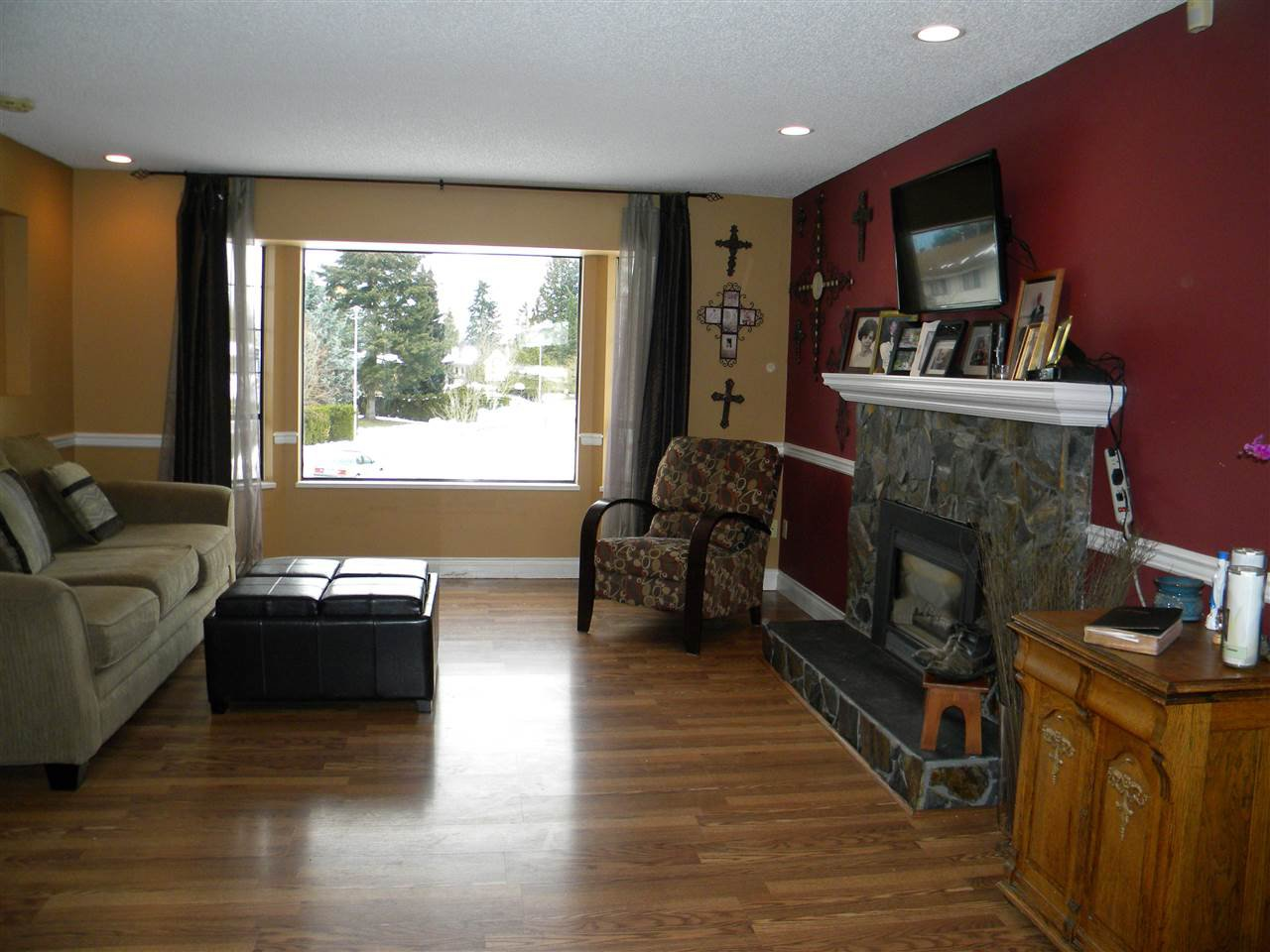 Photo 2: Photos: 15736 95A Avenue in Surrey: Fleetwood Tynehead House for sale : MLS®# R2132651