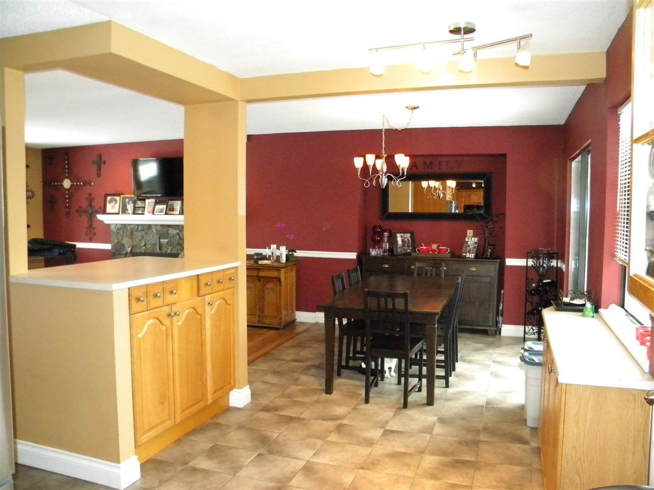 Photo 4: Photos: 15736 95A Avenue in Surrey: Fleetwood Tynehead House for sale : MLS®# R2132651