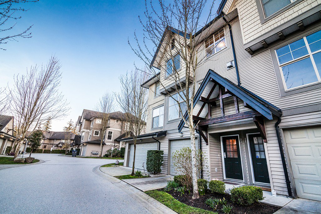 """Main Photo: 33 15152 62A Avenue in Surrey: Sullivan Station Townhouse for sale in """"UPLANDS"""" : MLS®# R2153203"""