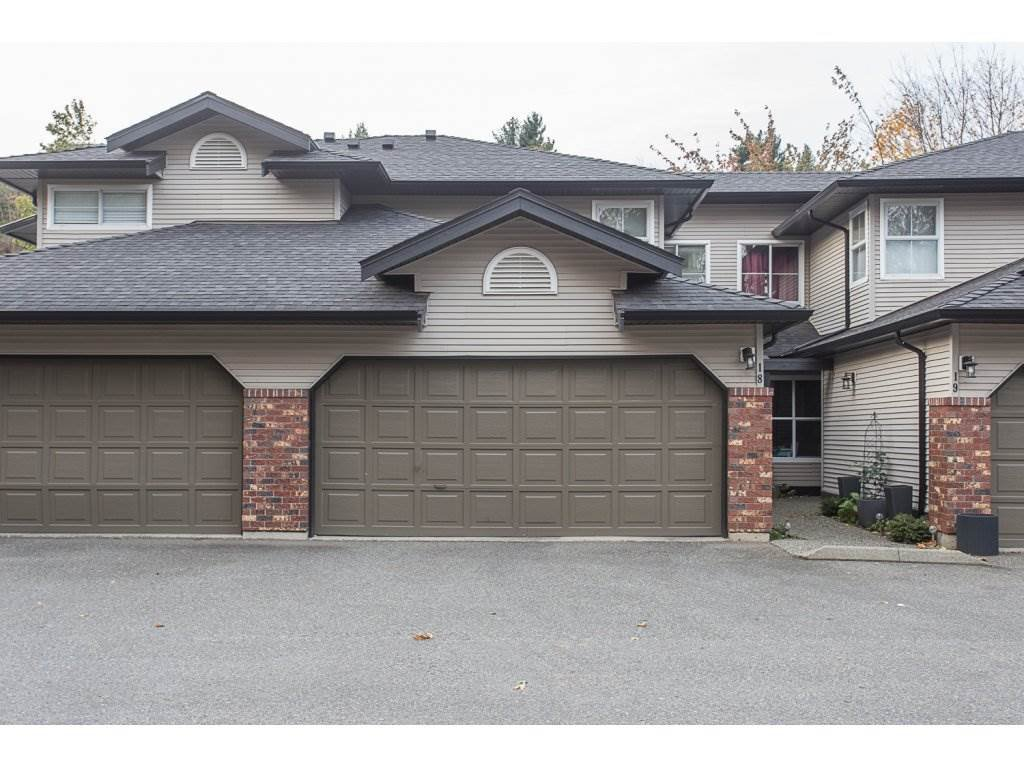 """Main Photo: 18 36060 OLD YALE Road in Abbotsford: Abbotsford East Townhouse for sale in """"Mountainview Village"""" : MLS®# R2220092"""