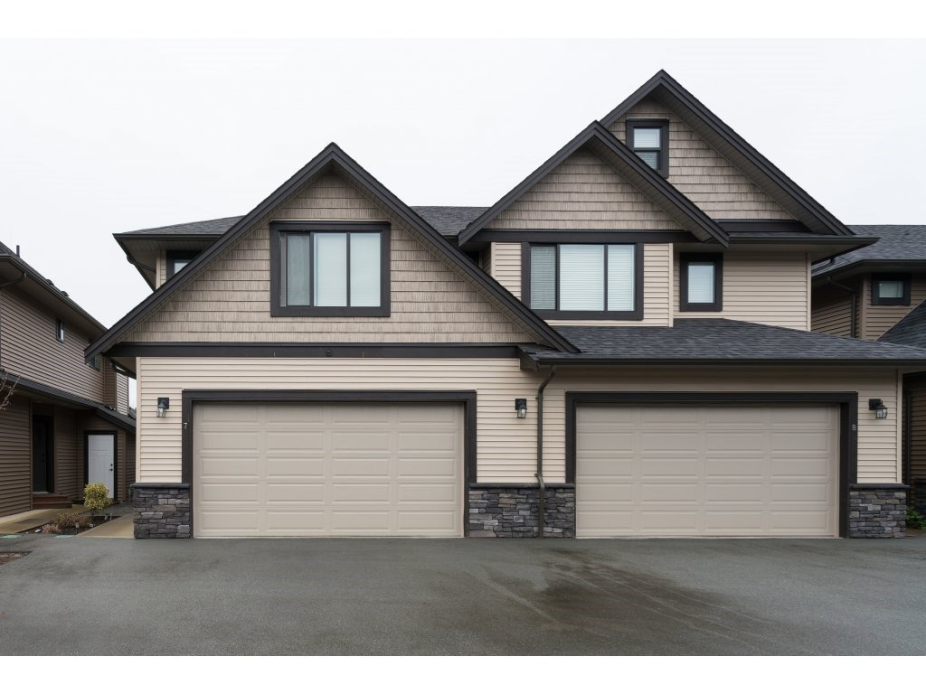 "Main Photo: 7 7411 MORROW Road: Agassiz Townhouse for sale in ""SAWYER'S LANDING"" : MLS®# R2333109"