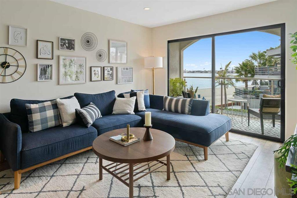 Main Photo: PACIFIC BEACH Condo for sale : 2 bedrooms : 4007 Everts St #2G in San Diego