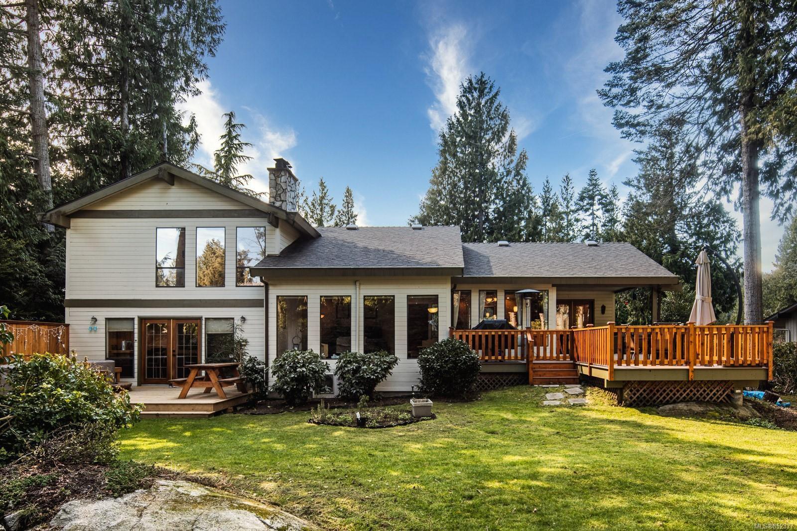Main Photo: 1674 Stuart Park Terr in : NS Dean Park House for sale (North Saanich)  : MLS®# 852377