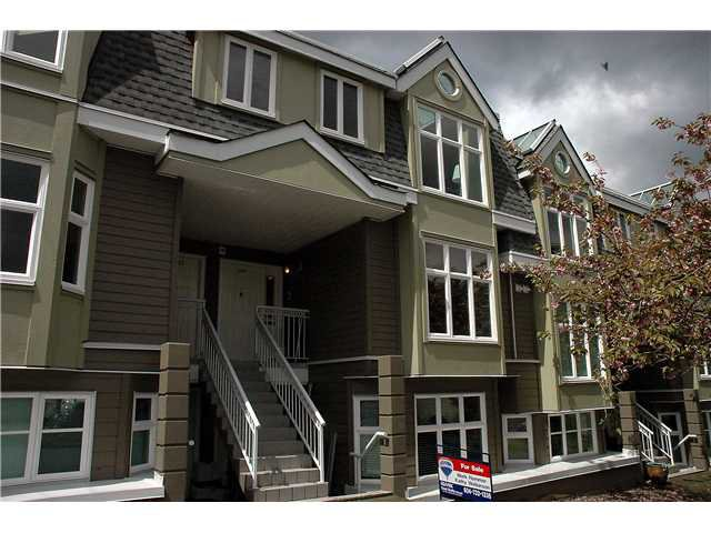 """Main Photo: 2261 HEATHER Street in Vancouver: Fairview VW Townhouse for sale in """"THE FOUNTAINS"""" (Vancouver West)  : MLS®# V888051"""