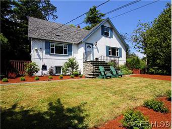 Main Photo: 4090 Torquay Dr in VICTORIA: SE Mt Doug House for sale (Saanich East)  : MLS®# 589552
