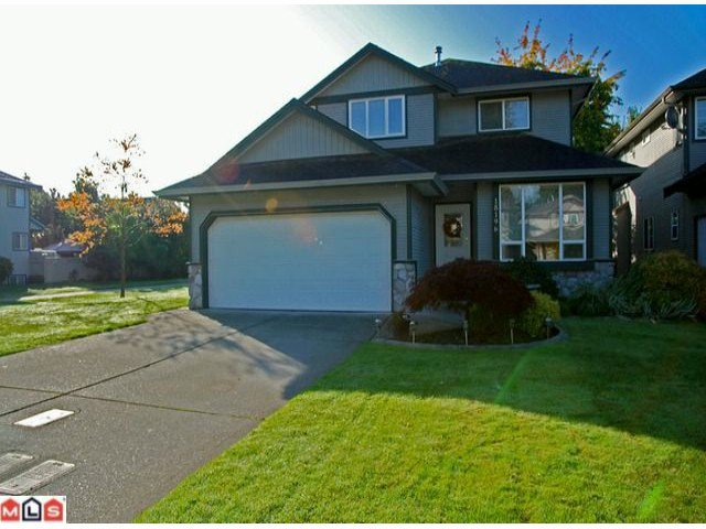 Main Photo: 18196 69TH AV in Surrey: Cloverdale BC House for sale (Cloverdale)  : MLS®# F1125359