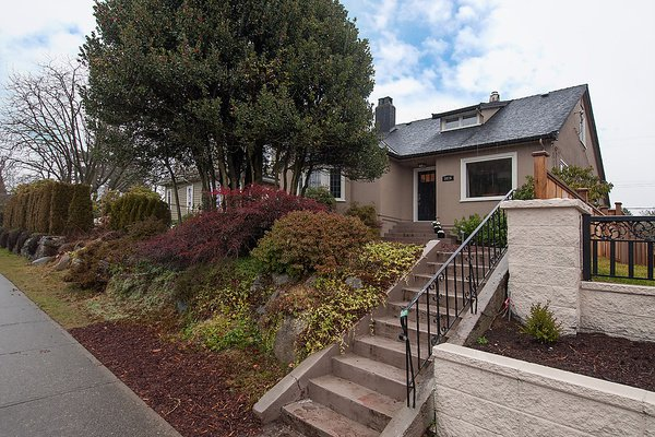 Photo 2: Photos: 5026 DUNBAR Street in Vancouver: Dunbar House for sale (Vancouver West)  : MLS®# V1052869