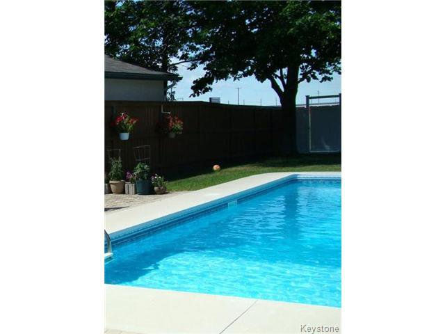 Photo 2: Photos: 27 Alder Bay in WINNIPEG: Charleswood Residential for sale (South Winnipeg)  : MLS®# 1410212