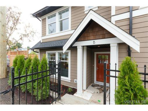 Main Photo: B 7880 Wallace Dr in SAANICHTON: CS Saanichton Half Duplex for sale (Central Saanich)  : MLS®# 686274