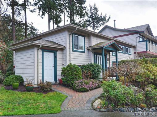 Main Photo: 31 118 Aldersmith Pl in VICTORIA: VR Glentana Row/Townhouse for sale (View Royal)  : MLS®# 723517