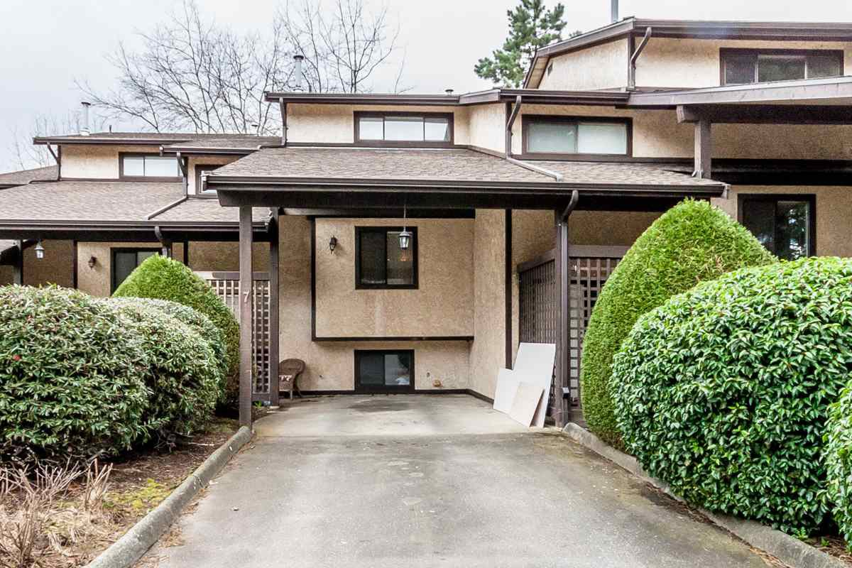 """Main Photo: 7 33361 WREN Crescent in Abbotsford: Central Abbotsford Townhouse for sale in """"SHERWOOD HILLS"""" : MLS®# R2044649"""