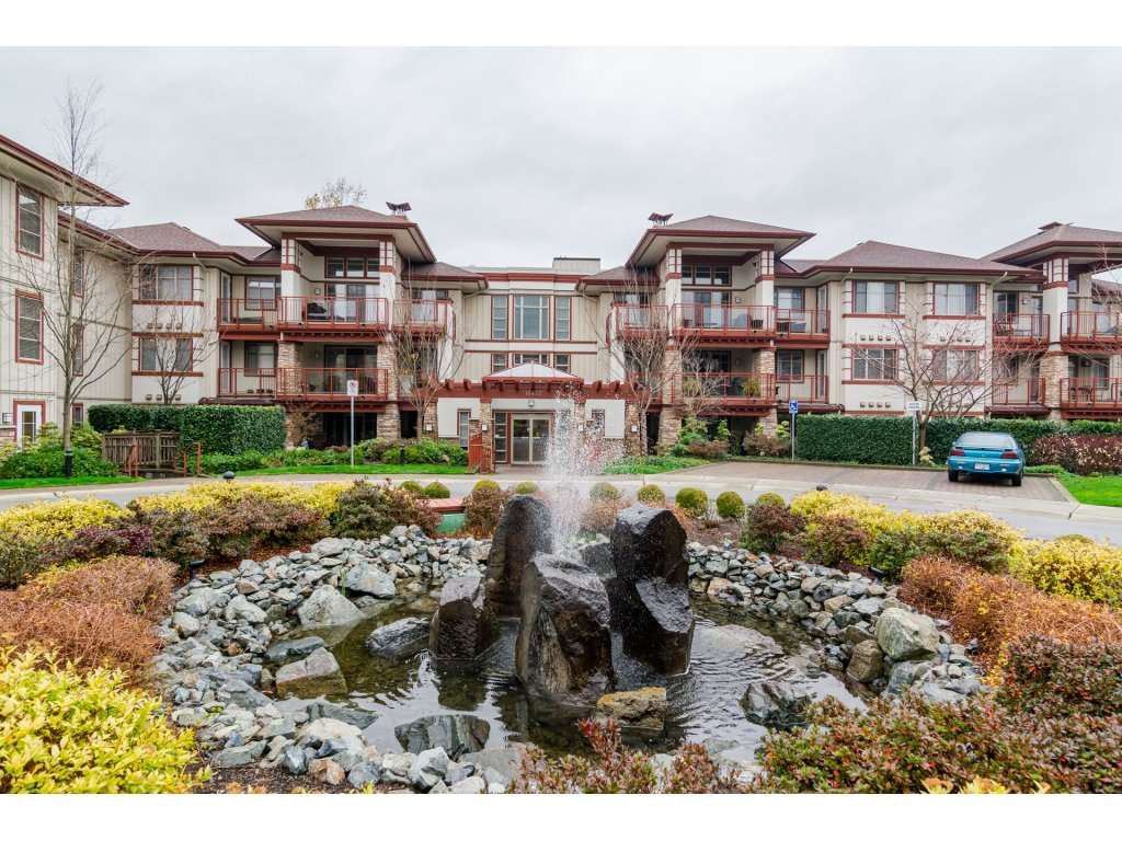 "Main Photo: 204 16433 64 Avenue in Surrey: Cloverdale BC Condo for sale in ""St. Andrews"" (Cloverdale)  : MLS®# R2123466"