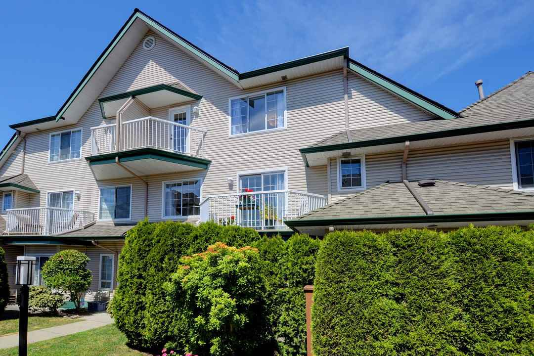 "Main Photo: 4 5053 47 Avenue in Delta: Ladner Elementary Townhouse for sale in ""PARKSIDE PLACE"" (Ladner)  : MLS®# R2183893"
