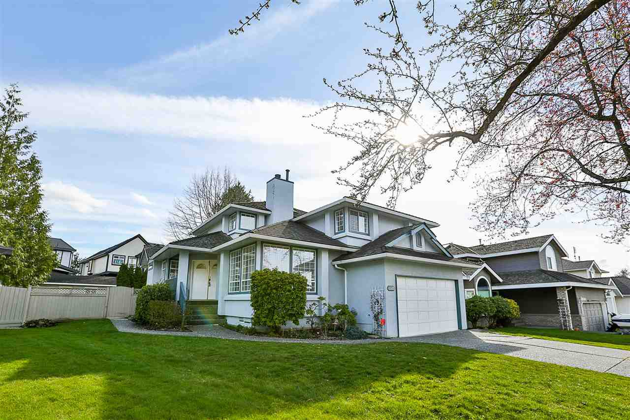 Main Photo: 6588 CLAYTONHILL Place in Surrey: Cloverdale BC House for sale (Cloverdale)  : MLS®# R2250469