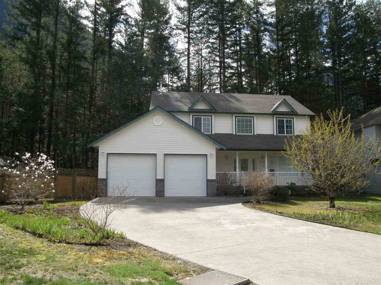 Main Photo: 64000 EDWARDS Drive in Hope: Hope Silver Creek House for sale : MLS®# R2346508