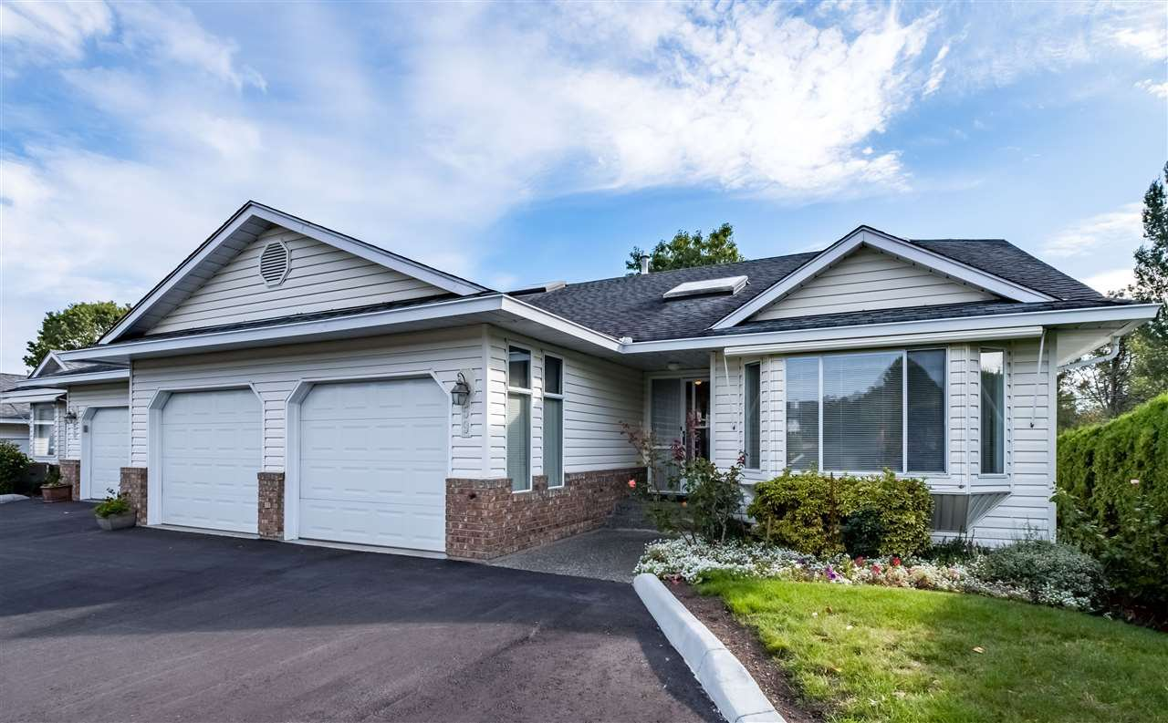 """Main Photo: 59 3054 TRAFALGAR Street in Abbotsford: Central Abbotsford Townhouse for sale in """"Whispering Pines"""" : MLS®# R2409495"""