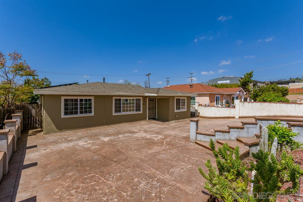Main Photo: SPRING VALLEY House for sale : 3 bedrooms : 936 Sacramento Ave