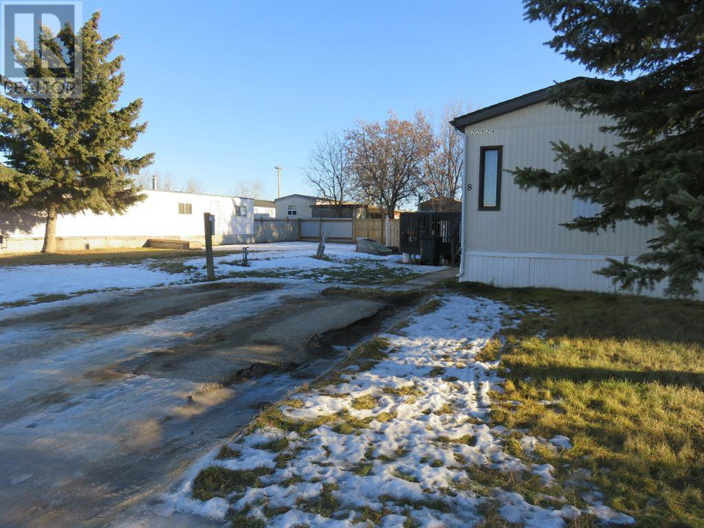 Main Photo: 8, 812 6 Avenue SW in Slave Lake: House for sale : MLS®# A1053665