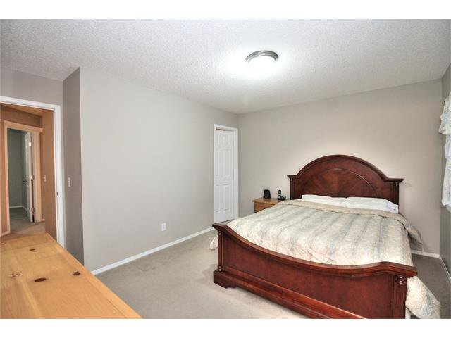 Photo 17: Photos: 824 EVERRIDGE Drive SW in Calgary: Evergreen House for sale : MLS®# C4048320