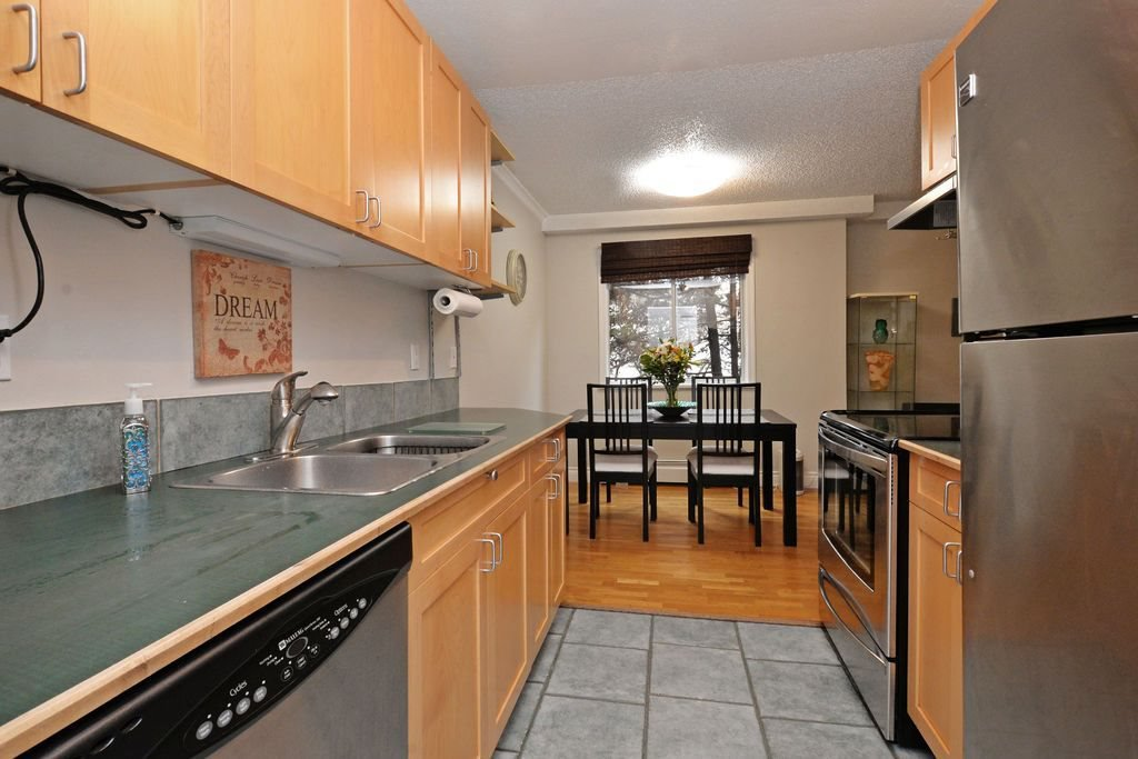 """Main Photo: 202 809 W 16TH Street in North Vancouver: Hamilton Condo for sale in """"Panorama Court"""" : MLS®# R2041398"""