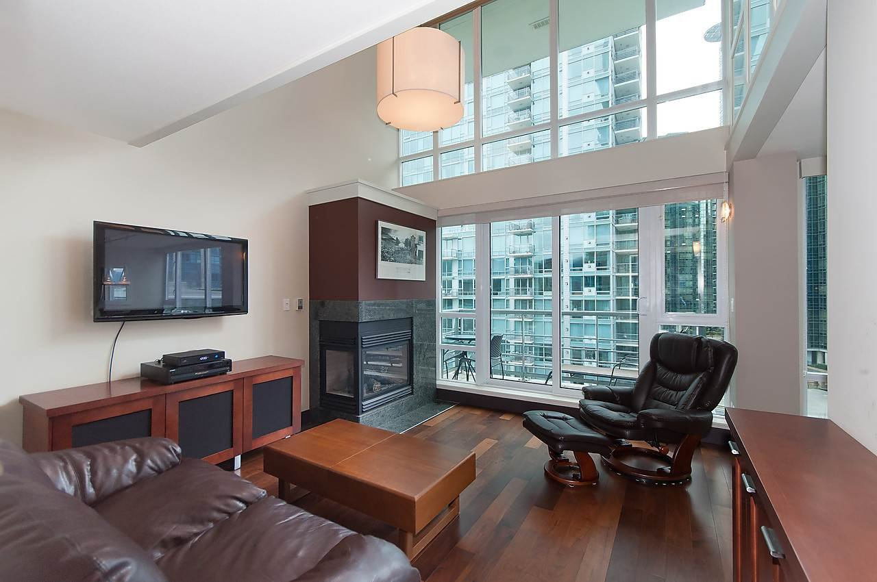 "Photo 4: Photos: 803 590 NICOLA Street in Vancouver: Coal Harbour Condo for sale in ""CASCINA"" (Vancouver West)  : MLS®# R2045601"