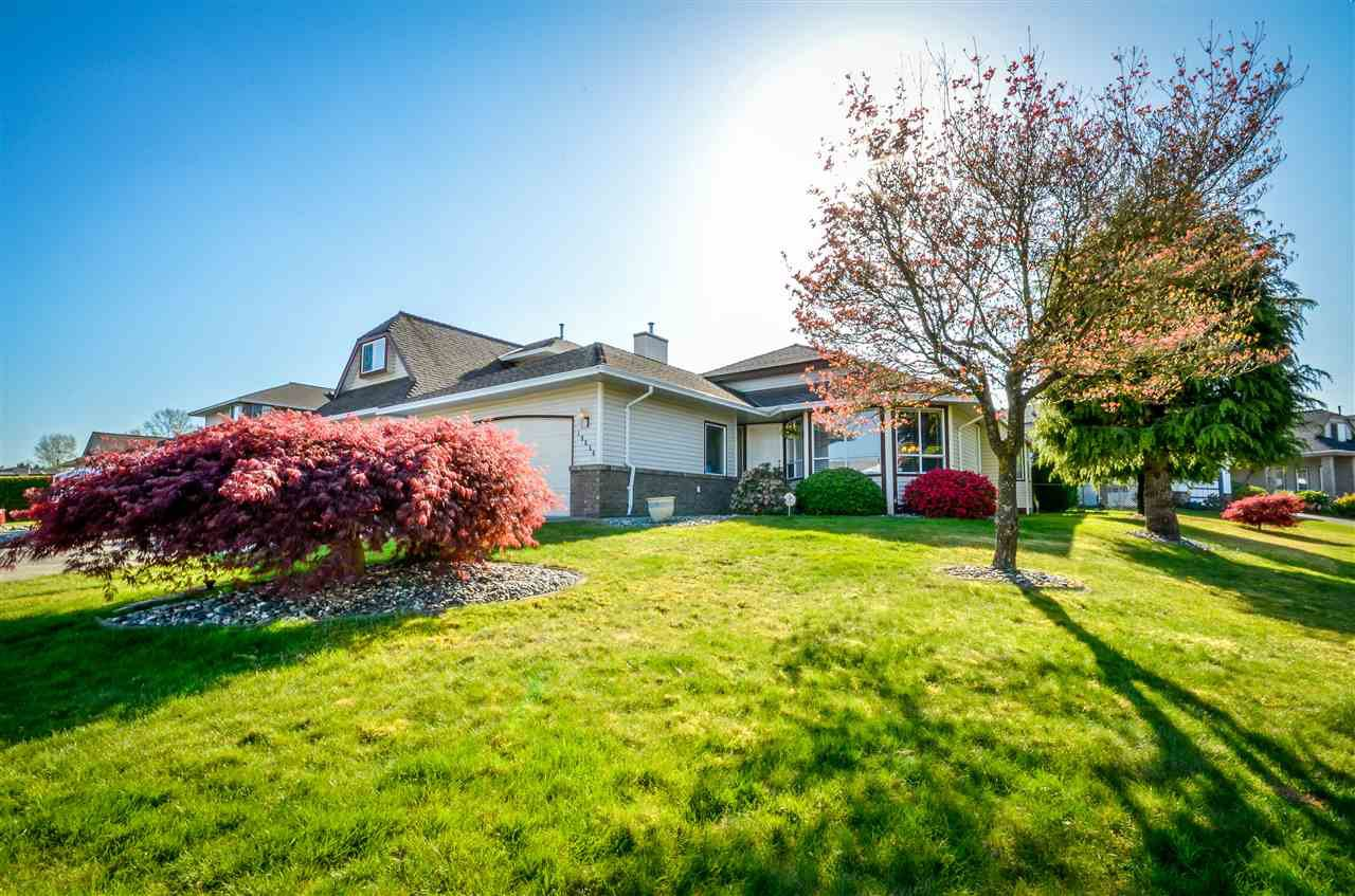 Main Photo: 19656 SOMERSET Drive in Pitt Meadows: Mid Meadows House for sale : MLS®# R2056398