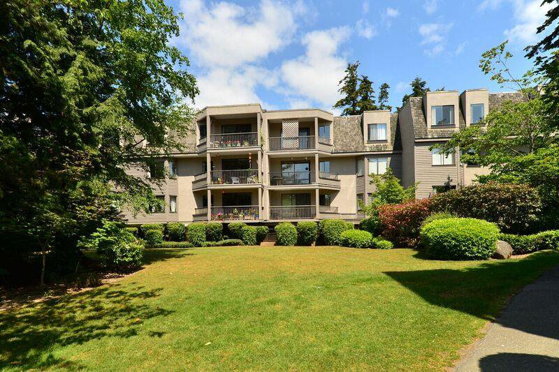 """Main Photo: 206 1740 SOUTHMERE Crescent in Surrey: Sunnyside Park Surrey Condo for sale in """"Spinnaker"""" (South Surrey White Rock)  : MLS®# R2072461"""