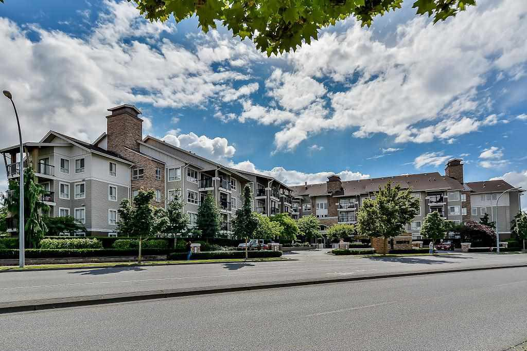 Main Photo: 429 8915 202 Street in Langley: Walnut Grove Condo for sale : MLS®# R2084167