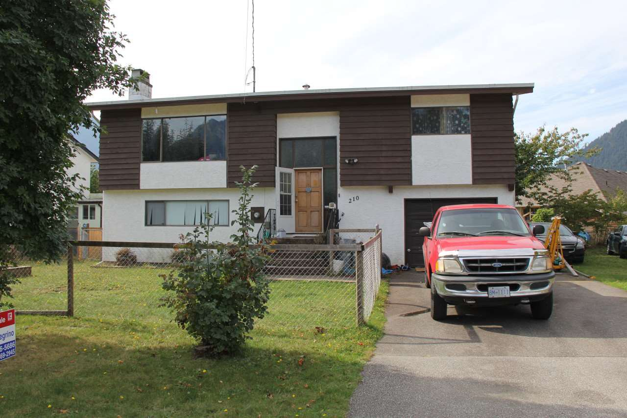 Main Photo: 210 4TH Avenue in Hope: Hope Center House for sale : MLS®# R2126811