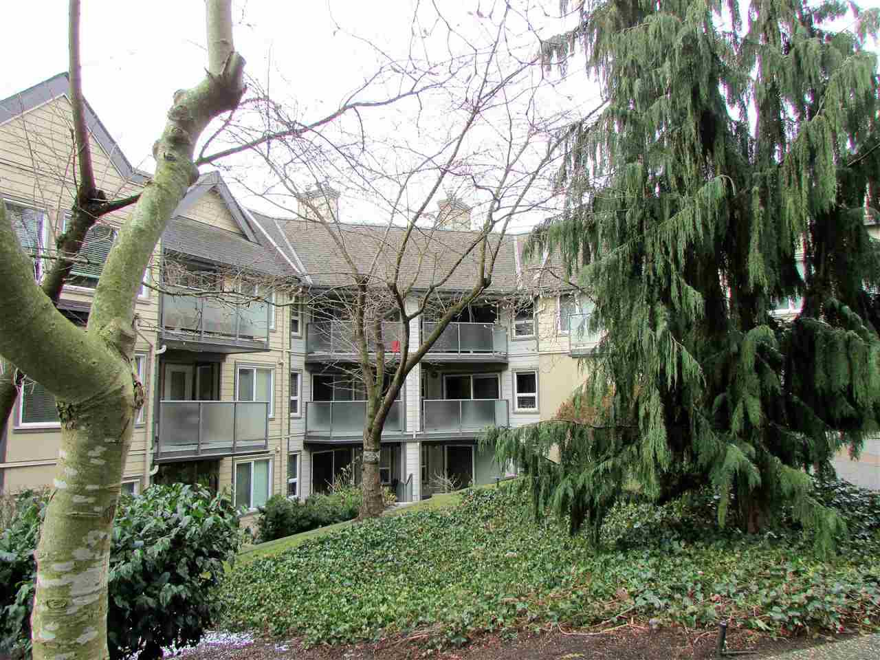 "Main Photo: 403 6707 SOUTHPOINT Drive in Burnaby: South Slope Condo for sale in ""Mission Woods"" (Burnaby South)  : MLS®# R2142149"