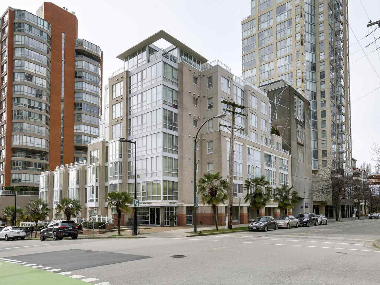 Main Photo: 920 910 BEACH Avenue in Vancouver: Yaletown Townhouse for sale (Vancouver West)  : MLS®# R2149914