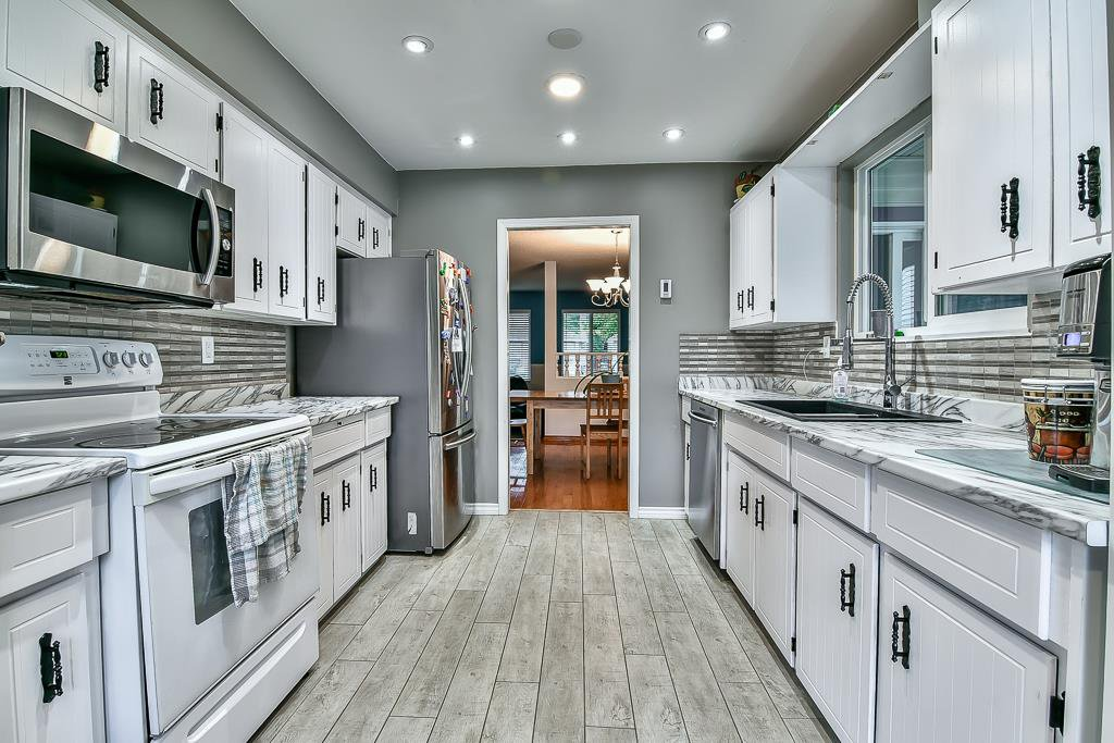 """Photo 3: Photos: 15464 95A Avenue in Surrey: Fleetwood Tynehead House for sale in """"BERKSHIRE PARK"""" : MLS®# R2179665"""