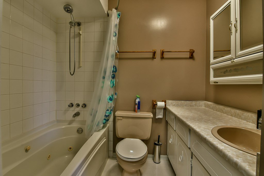 """Photo 13: Photos: 15464 95A Avenue in Surrey: Fleetwood Tynehead House for sale in """"BERKSHIRE PARK"""" : MLS®# R2179665"""